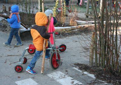 spelen op groen schoolplein